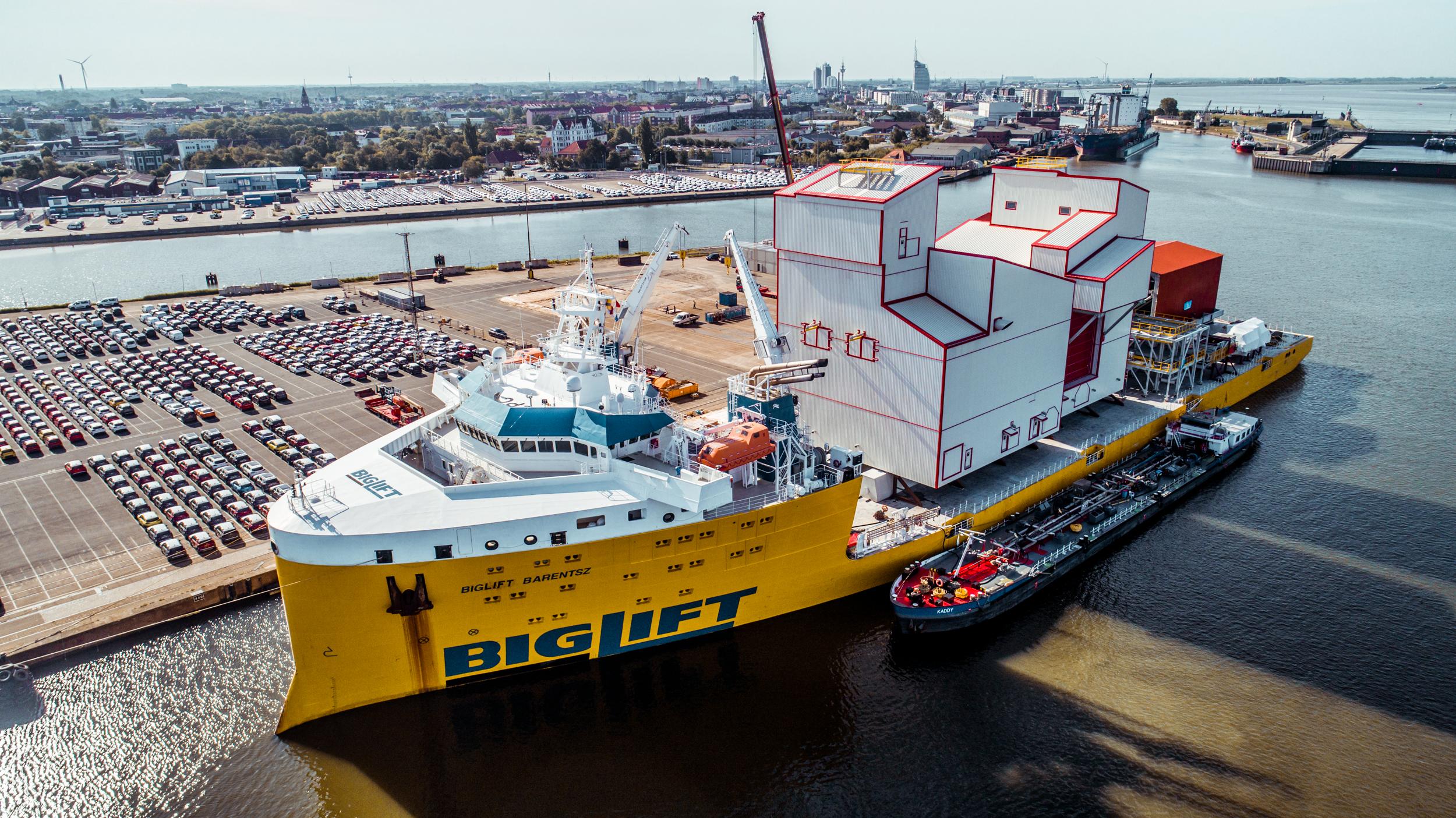 Ship loading plant handling equipment at Bremerhaven