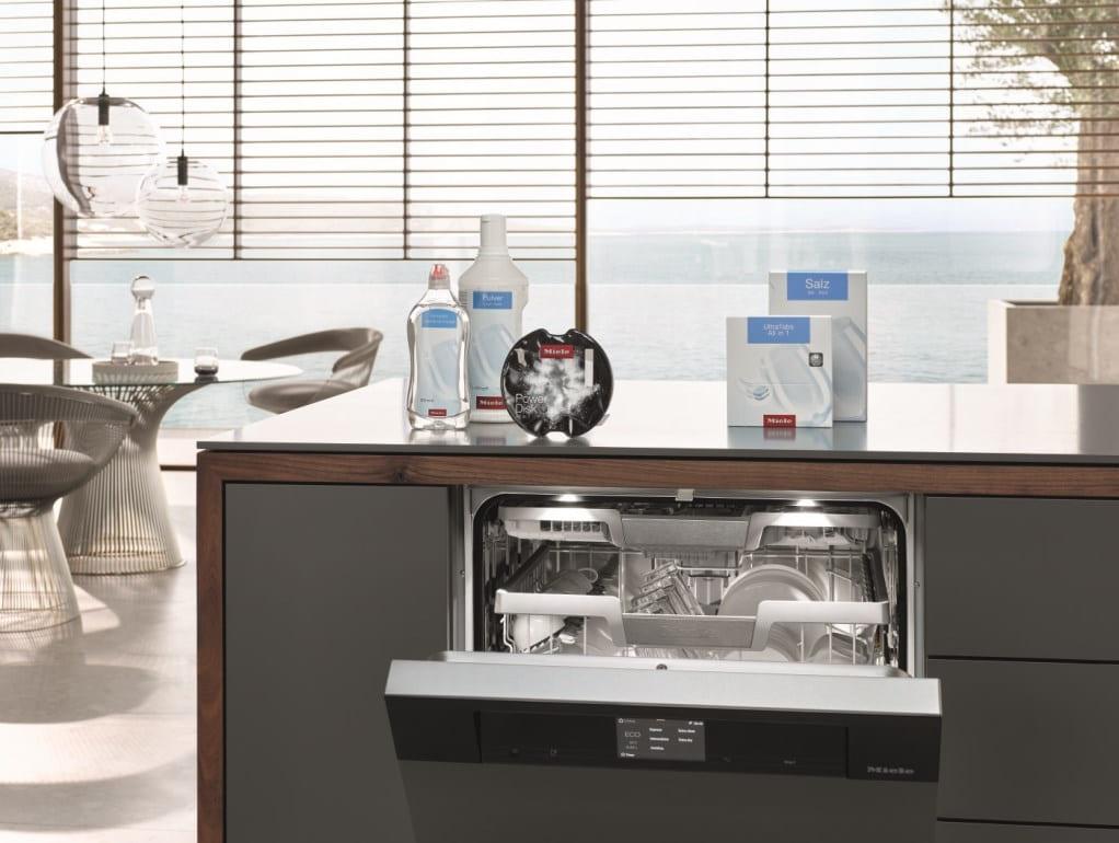 Посудомоечная машина Miele в кухне