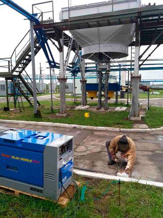 Фото2: Дизельный сварочный агрегат Denyo Denyo DLW-300LS на строительной площадке.
