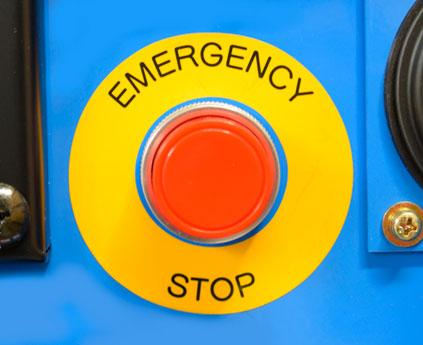 На фото5: Кнопка аварийного выключения агрегата Denyo DCW-480ESW Evo III Limited Edition.