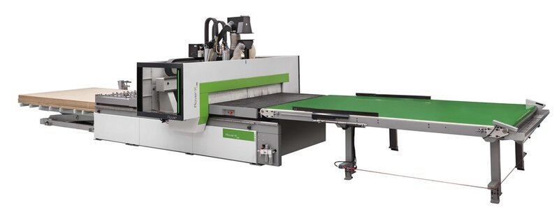 Компактный обрабатывающий центр с ЧПУ и портальной структурой для обработки панелей